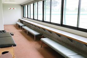 次選手控え室